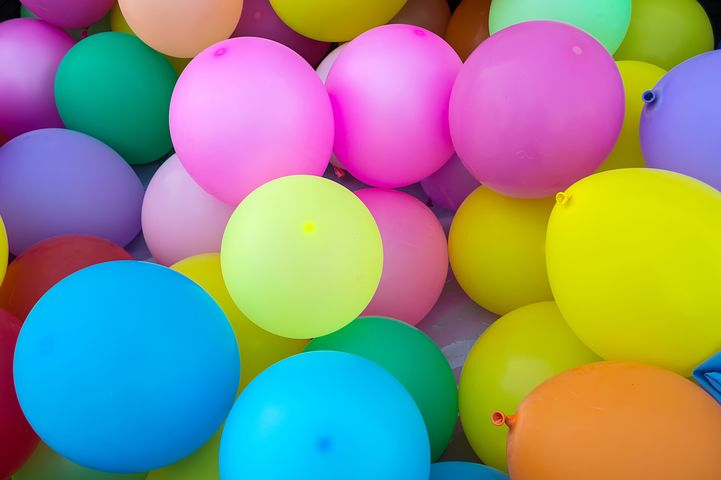 differently colored balloons
